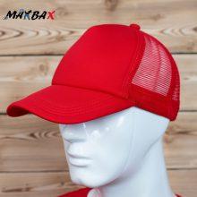 کلاه لبه دار پشت توری قرمز